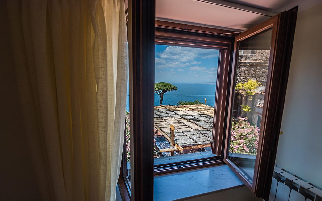 Camera Vesuvio con vista del Golfo di Napoli